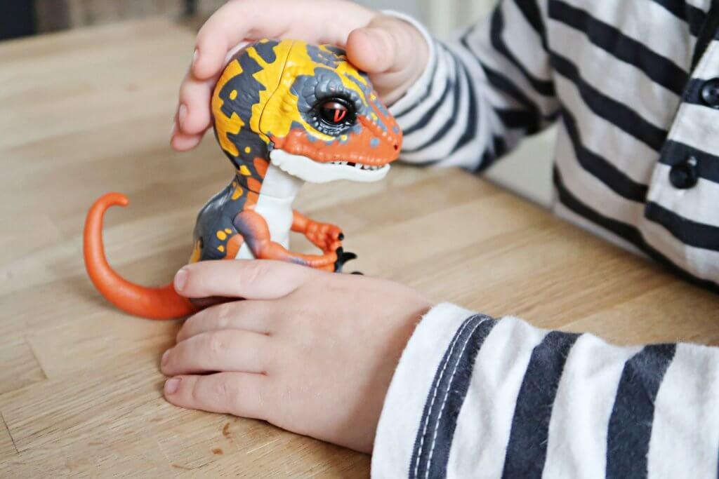 Fingerlings Untamed   Raptors on the loose!